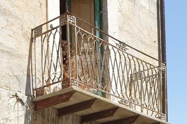 1-Euro-Immobilien in Italien kaufen, Rechtsberatung im italienischen Immobilenrecht durch die Rechtsanwalts-Kanzlei Barba & Partner aus München.
